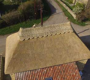 RJ Matravers Thatch Roof with patterned ridge